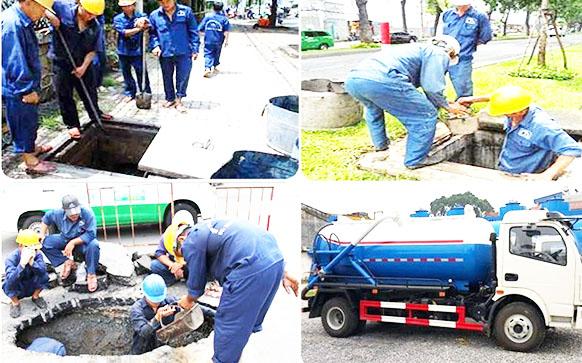 Công nhân đang thực hiện quy trình hút hầm cầu